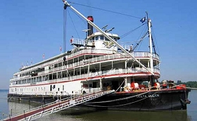 Paducah riverfront and Delta Queen steamboat